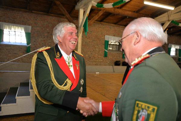 Beförderung Arnold Vlatten zum General