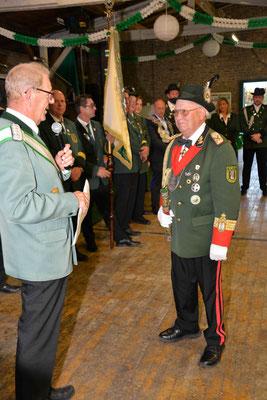 Auszeichnung mit dem Schulterband zum Sebastians Ehrenkreuz für Helmut Pohl