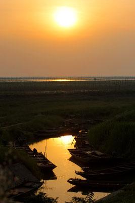 Fluß mit Fischerbooten in der Abendsonne bei Nanjing / Reportage für BILD - © Dirk Brzoska - Fotograf aus Leipzig