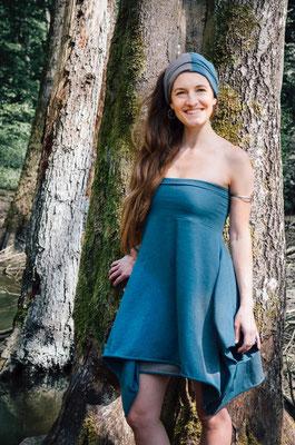 als Kleid mit Mütze/Turban/Loopschal