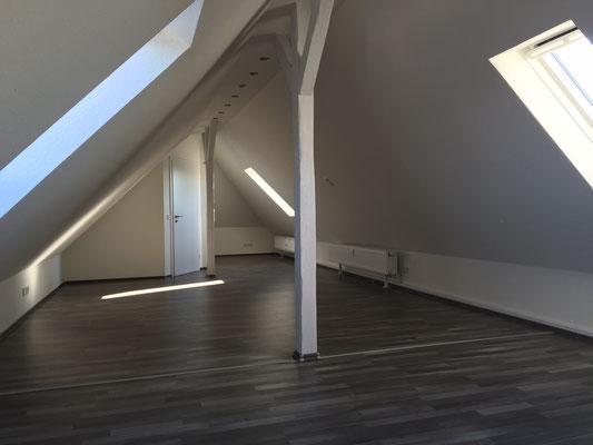 Malerarbeiten in einer Dachgeschosswohnung nach Ausbau