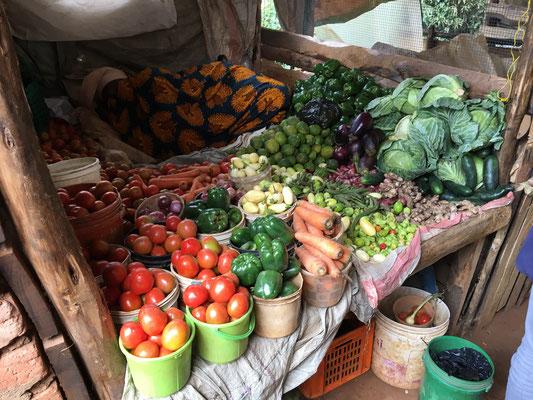In Lushoto besuchten wir den Wochenmarkt