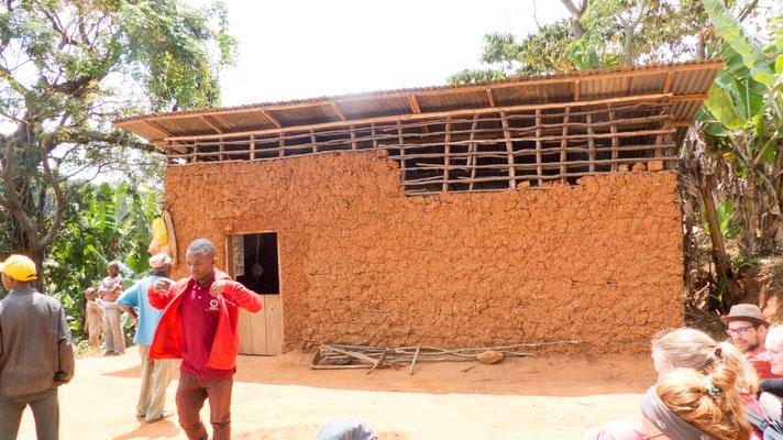 Dieses provisorische Gebäude wurde um das Mahlwerk errichtet, um sie vor der Witterung zu schützen.