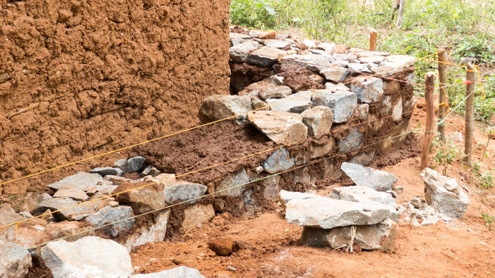 Das Fundament für das neue Haus stehen