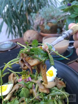 Pilze mit Wildkräuter