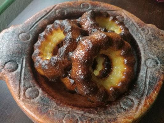 Cannelés Bordelais gebacken in Gugelhupfförmchen