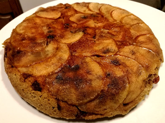 Apfel-Pfannenkuchen (Kuchen in der Pfanne gebacken) mit Kürbiskernmehl