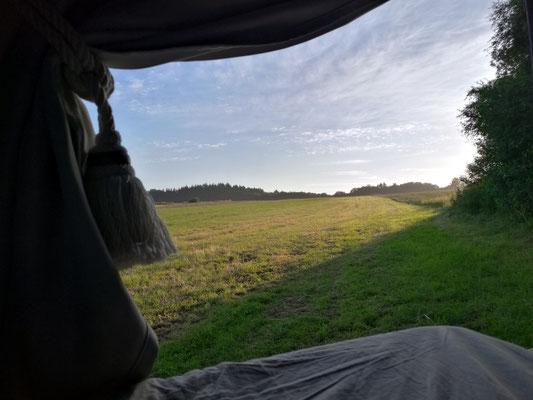 Der Ausblick am frühen Morgen vom Bett aus