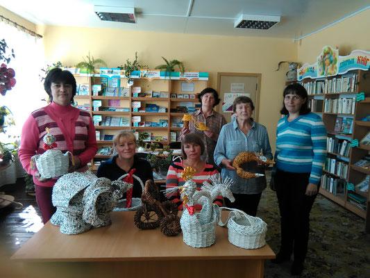Участницы  экскурсии в Веретеевской библиотеке