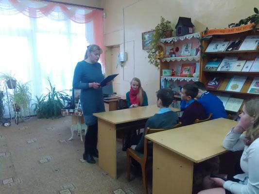 Выступает заведующая отделом обслуживания и информации Татьяна Райчёнок