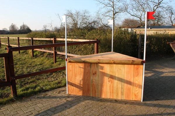 eventing Cross-country hindernis gelände sprong fence crosshindernis cross paard jump obstacle horse paard pferd pony hindernisse punt corner hoek