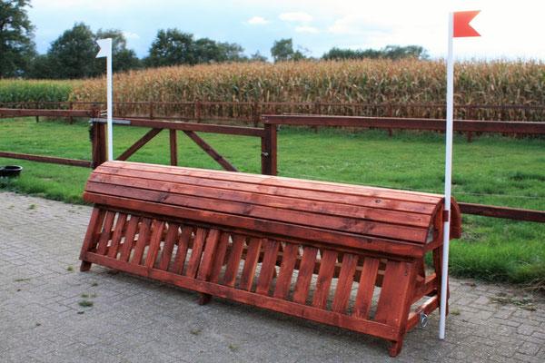 eventing Cross-country hindernis gelände sprong fence crosshindernis cross paard jump obstacle horse paard pferd pony hindernisse hooiruif voederbak