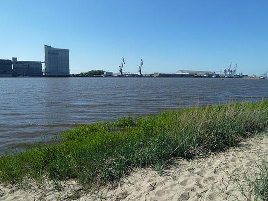 Blick auf Brake über die Weser