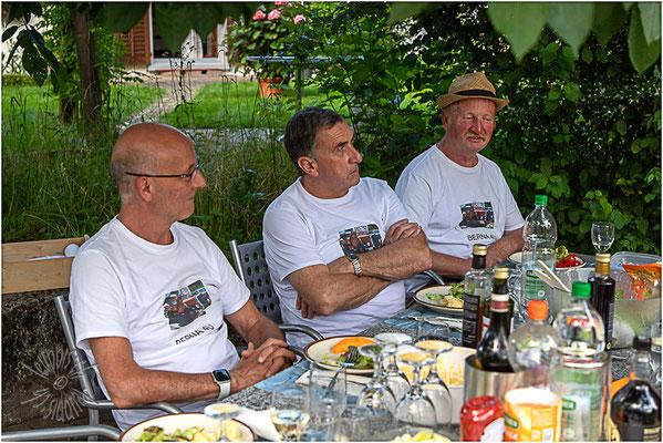 Stefan, Geri und Urs haben den Berna 4U wieder zum Fahren gebracht.