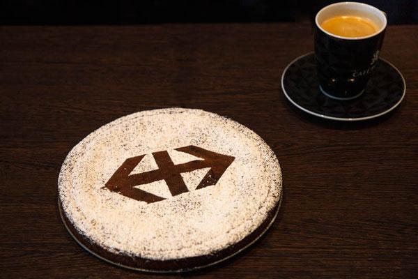 Zom Dessert en Sven Epiney-Schoggi-Chueche vom Matthias.