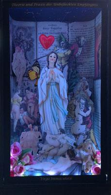 Theorie und Praxis der Unbefleckten Empfängnis - Virgo Immaculata (2017), beleuchtetes Diorama, autom. Lichtwechsel, BHT ca. 27x46x20cm