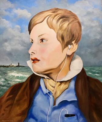 Porträt eines Knaben (Tuned in on Spotify) vor Küstenlandschaft (2019), Öl auf Leinwand, 100x120cm