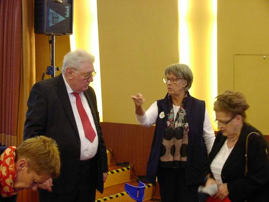 Birgit mit Helga und Bernd Oppermann  (Foto: Prüser)