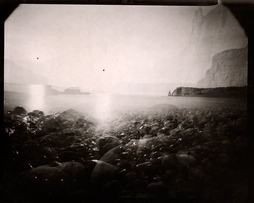 Au couchant, les galets spectateurs, Etretat  2012 © Annick Maroussy Amy