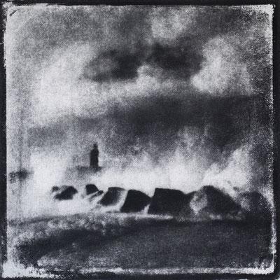 FÉCAMP - A : Allégorie, Monotype, tirage au charbon direct, bichromie, 2020. Format image 15x15cm sous passe-partout 30x30cm. ©Annick Maroussy Amy.