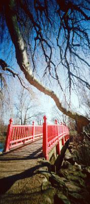 Parc Rothschild, Passerelle japonaise, 2010, L47 × H90 cm, 1/30 © Annick Maroussy