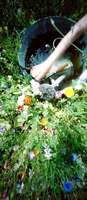 Au potager, L'indispensable réserve d'eau, 2009,  L48 x H90cm, 1/30  © Annick Maroussy