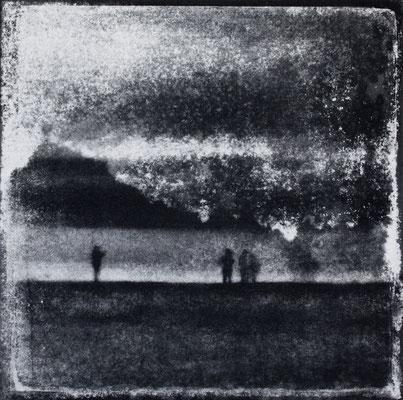 FÉCAMP -  Plage, Monotype, tirage au charbon direct, bichromie, 2020. Format image 15x15cm sous passe-partout 30x30cm. ©Annick Maroussy Amy