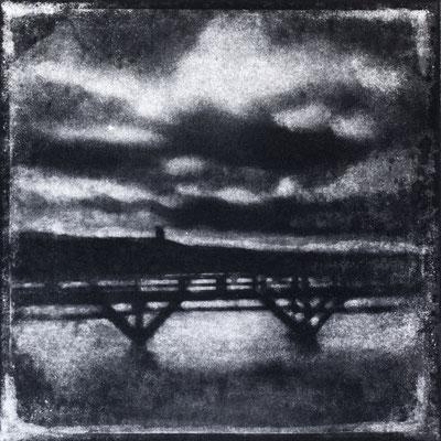 FÉCAMP - C : Clair /obscur, Monotype, tirage au charbon direct, bichromie, 2020. Format image 15x15cm sous passe-partout 30x30cm. ©Annick Maroussy Amy