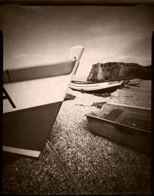 Étretat, barques sur la grève, 2013 © Annick Maroussy Amy