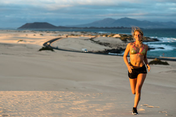Janni Jogging in the dunes of Corralejo