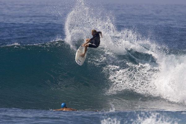 Jürgen surfing