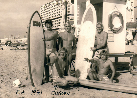 Shortboard révolution ça.1971 with lifeguard friends