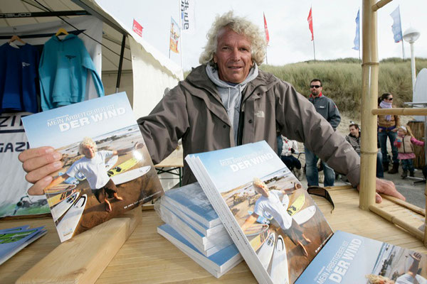 Jürgen presents his new book at the world cup in Sylt 2008