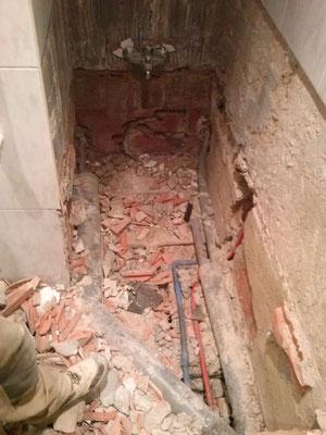 instalación que descubrimos al levantar la bañera