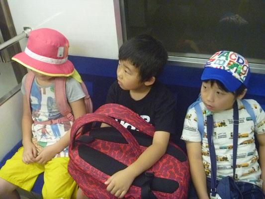 地下鉄もすっかり慣れました。