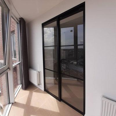 черная перегородка на балкон