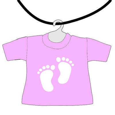 Mini maglietta rosa da appendere al lunotto bimbo a bordo da scrivere il nome, con piedini bianchi per fondo rosa