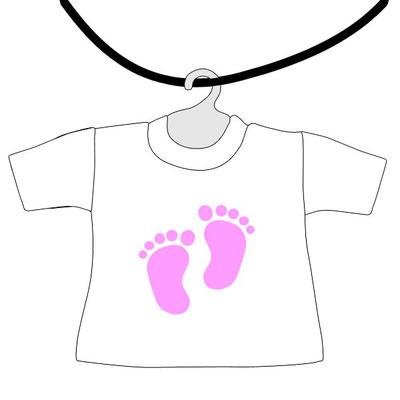 Mini maglietta da appendere al lunotto bimbo a bordo da scrivere il nome con piedini rosa