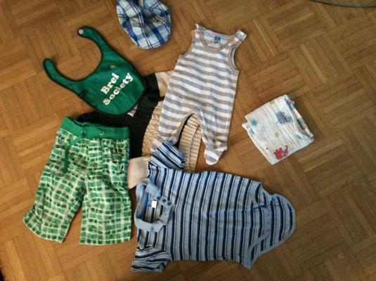 Babykleidung für die Decke