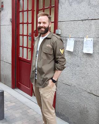 Ramón con su camisa militar