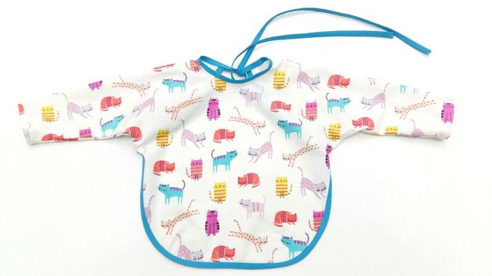 delantal-babero para bebé