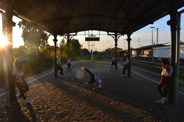 Fotoshooting am Detmold Bahnhof