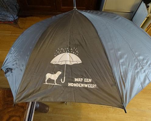 nr 12 : Grote paraplu met tekst. Kleur Grijs €10,00
