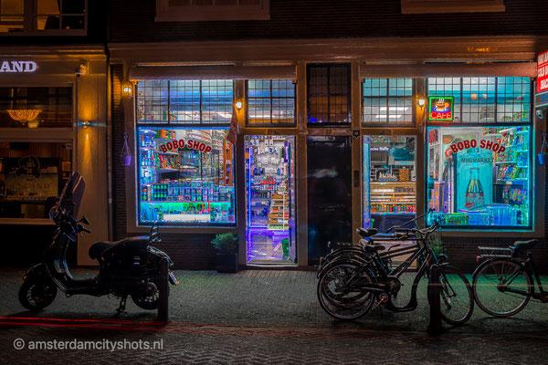 ' Bobo shop Amsterdam night shop'