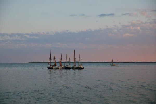 Drascombes Vlieland bij zonsondergang