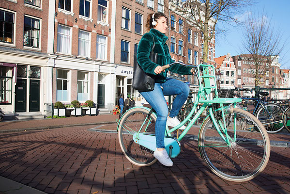 'Bright bike-girly''