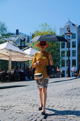 'Lady with sunbrella'