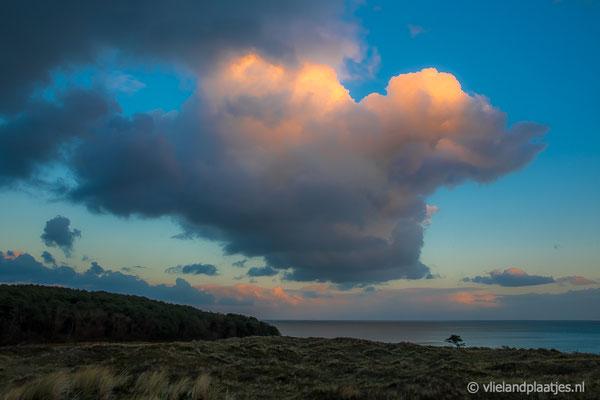 ' Reuzenwolk boven de Waddenzee'