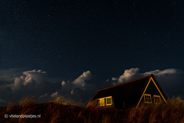 'Duinhuisje onder de sterrenhemel Vlieland'
