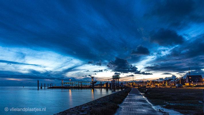 ' Havenweg Vlieland op een Januari avond'